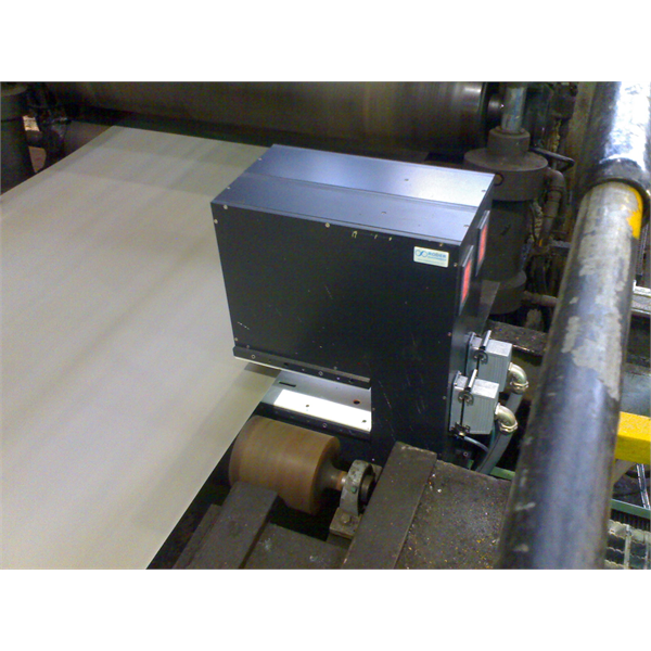 Measurement of the thickness and width of metal strips in the production line
