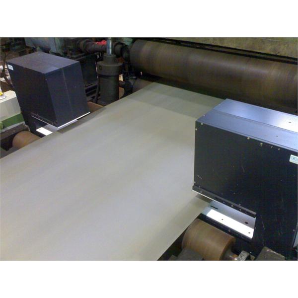 Måling av bredden på kontinuerlige bånd i produksjonslinjen